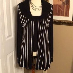 Beautiful sweater set - black and cream ax Lg.